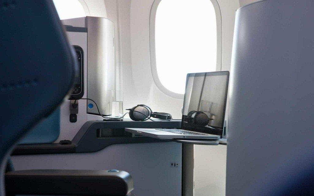 Delta passenger claims cleaning crew stole laptop left on plane https://t.co/GZbAxzAKJp