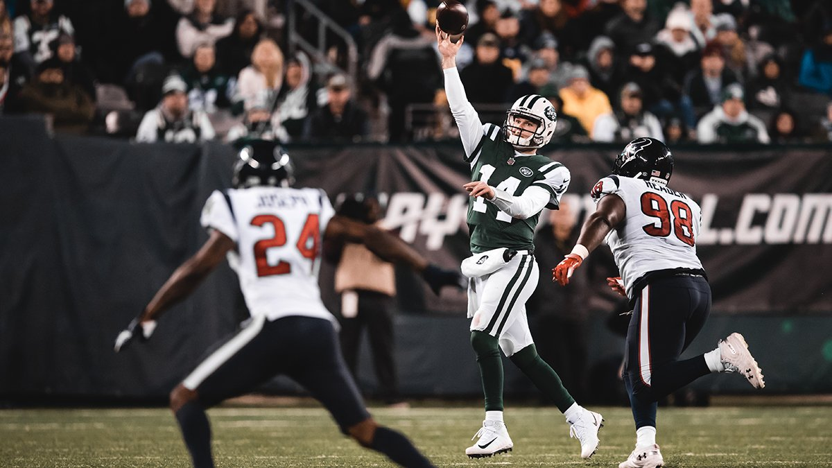 The highest graded QB in the @NFL this week, per @PFF:   Sam Darnold  📰 https://t.co/VEbRGcqOur