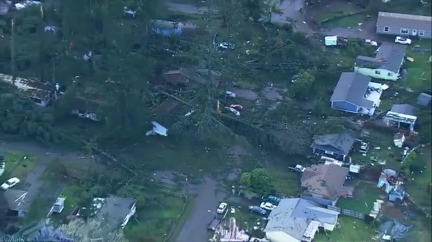 Rare tornado damages homes in Washingtonstate https://t.co/ZPJNcLKrZ7