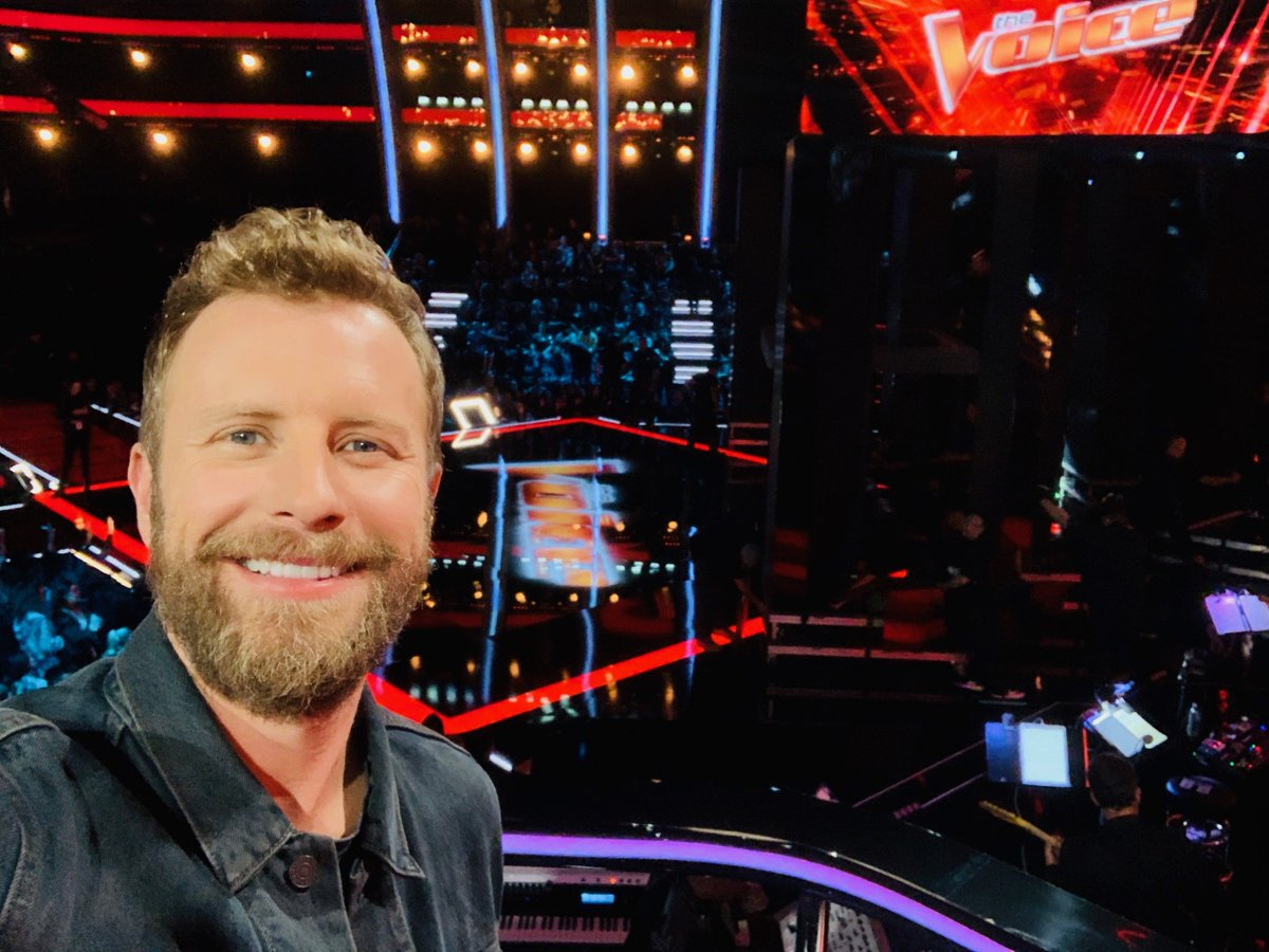 The many selfie faces of @DierksBentley and they are all PERFECT. 😍 Cant wait to see him perform on #TheVoice tonight!