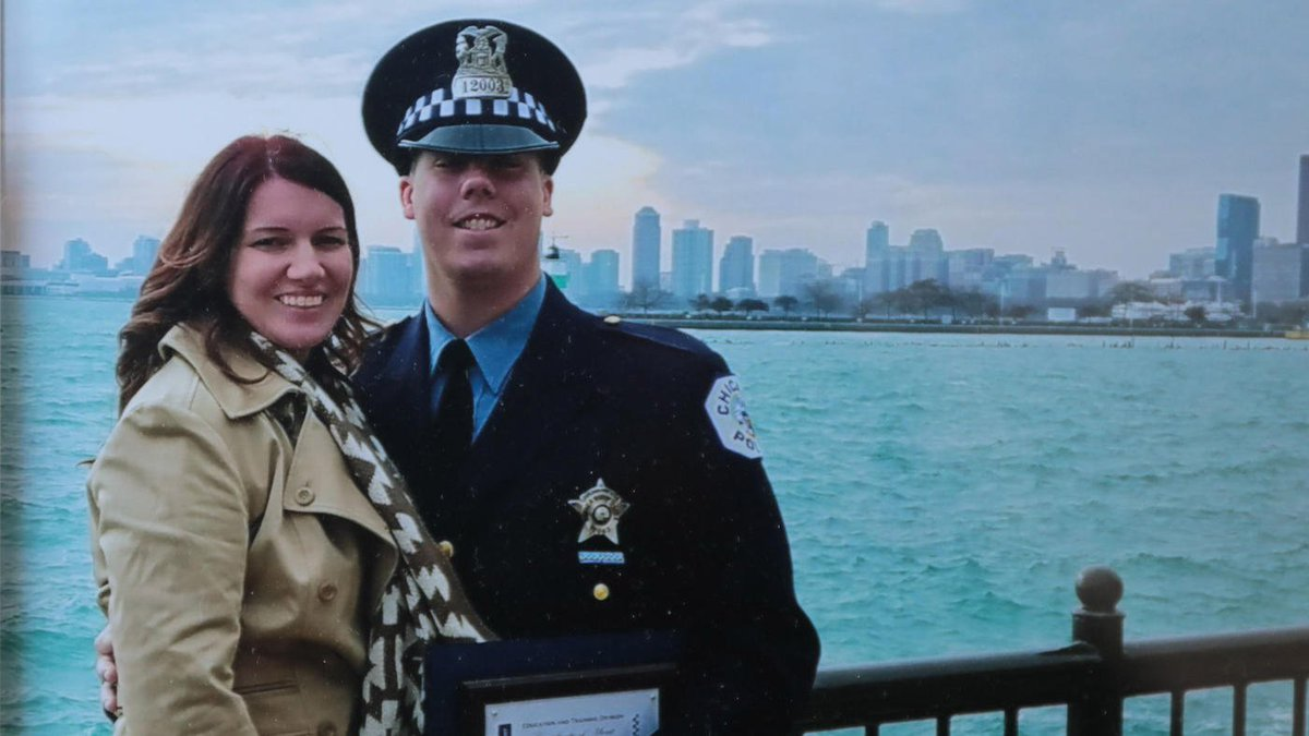 """Chicago police Officer Conrad Gary, who was hit and killed by a train on Monday, remembered as a devoted husband and father who wanted to protect people, relatives say: """"He was always a laid-back person. Everyone enjoyed him."""" https://t.co/TKq7BVY0J3"""