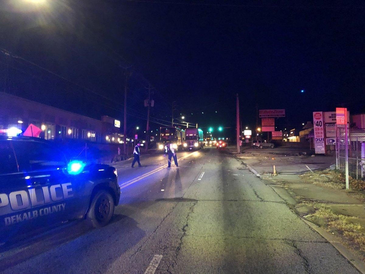 @WSBTraffic All lanes blocked. Moreland Ave at Eastland.