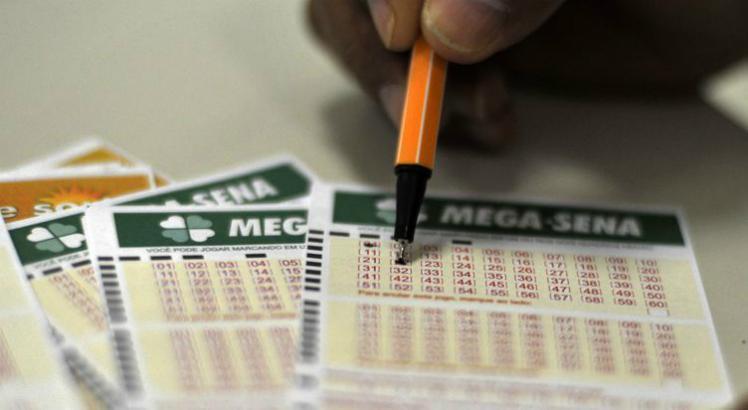 Mega-Sena acumula e prêmio pode chegar a R$ 50 milhões >>