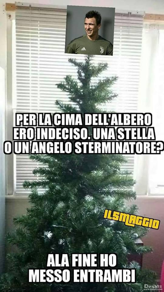 Buon #mercoledí agli amici di http://Tifosibianconeri.com.  L'albero di #Natale é pronto .... 😏1️⃣7️⃣➡️ https://bit.ly/2PNtgId  #MarioMandzukic #MM17 #LOnnipotente #Marione #SuperMario #MisterNoGood #Juventus #Croazia