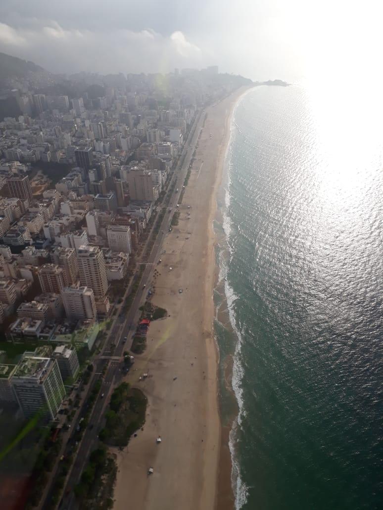 Orla de Ipanema com trânsito fluindo bem para Copacabana. 📸 Filipe Macon. #RiodeCima #SeuCaminho #BandNewsFM