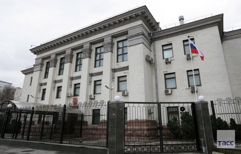 В посольстве РФ в Киеве подтвердили гибель россиянина в украинской тюрьме: https://t.co/pKLBEt9iFN