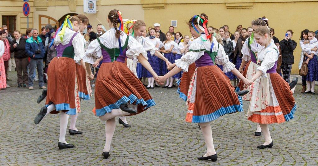 test Twitter Media - #prague #czechrepublic #travel #destination #holiday #vacation #shortbreak #capital #local #tradition #traditional #folkcostume #dance #folkdance #streetdancing #dancing https://t.co/BndCw7drtj