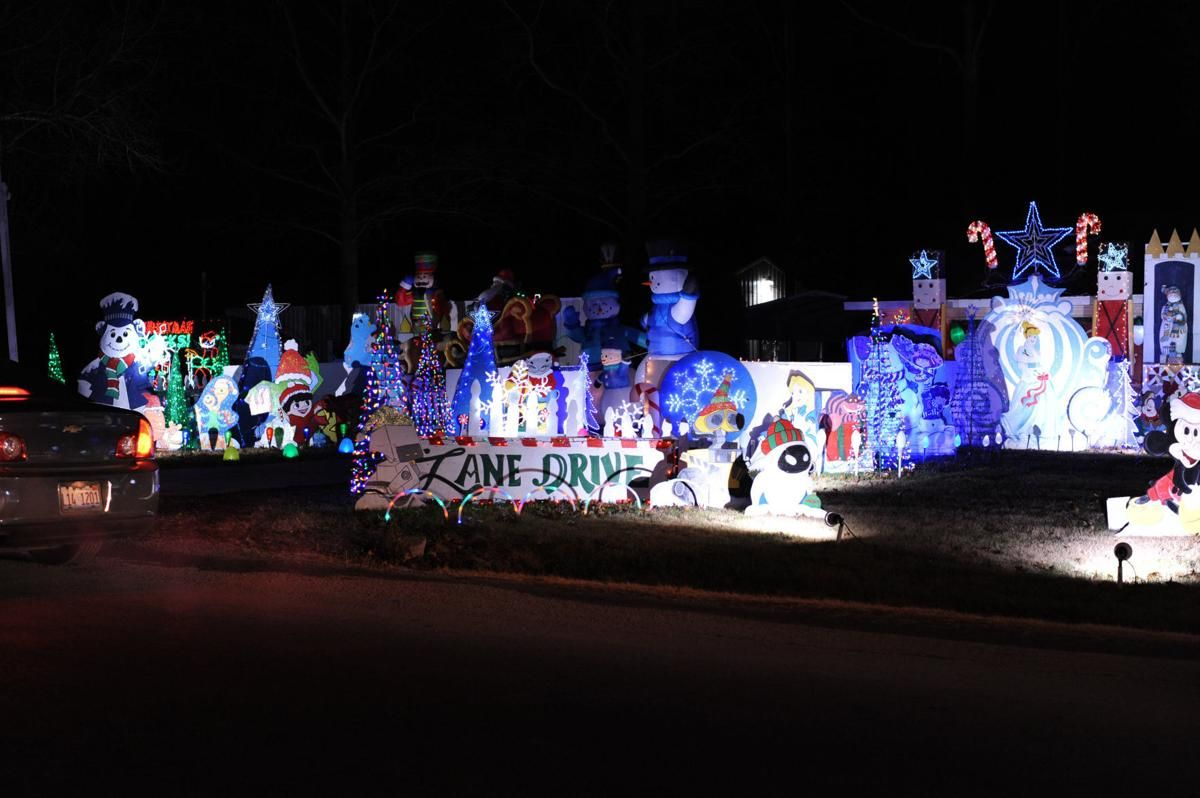 Christmas Light Fight 2019.Southern Illinoisan On Twitter Candy Cane Lane To Be