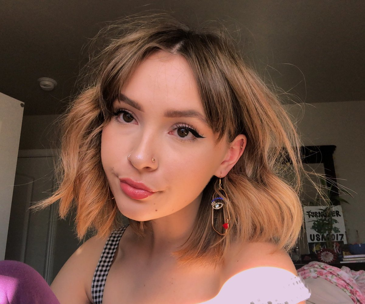 i just wanted to show off these earrings