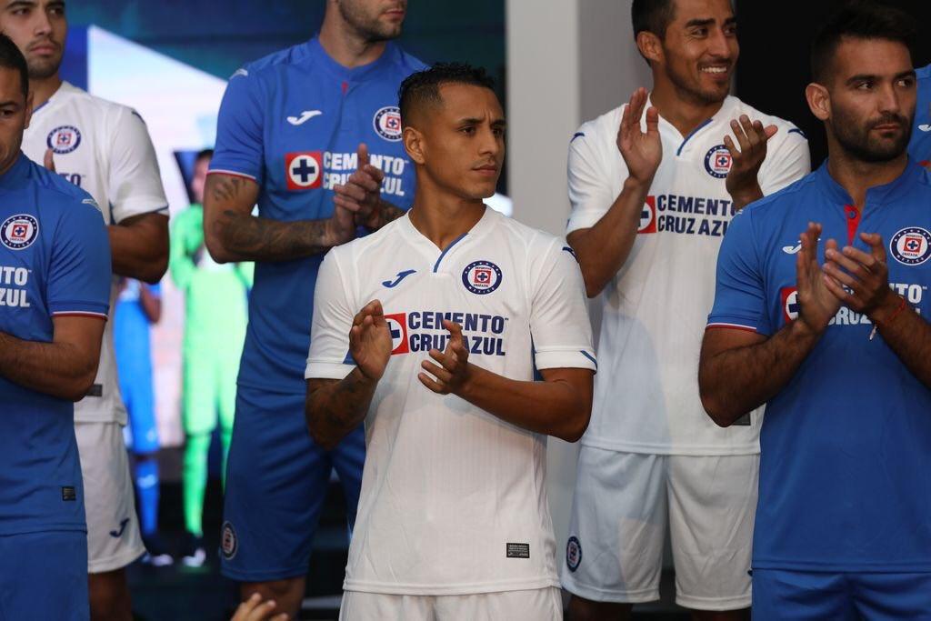 Cruz Azul durante su presentación del uniforme Joma