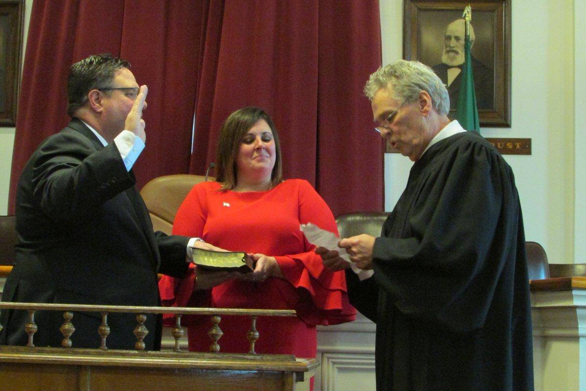 Manktelow takes oath of office, succeeds longtime Assemblyman Bob Oaks