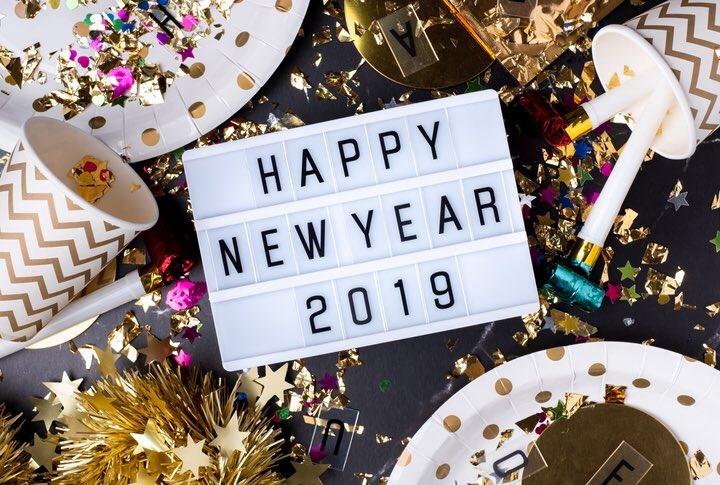 Happy New Year! Quelles sont vos résolutions pour 2019 🤔?   Si l'apprentissage de l'anglais 🇬🇧 pour vos bambins fait parti de votre feuille de route alors téléchargez vite notre appli Holy Owly🦉🇬🇧et essayez notre semaine spéciale Noël 🎅🏻🎄🦌  #happynewyear #HolyOwly #5mnparjour
