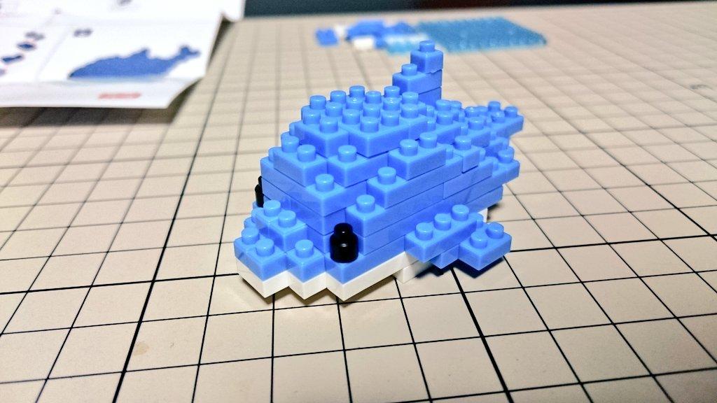 test ツイッターメディア - 【プチブロックでイルカを作ってみた②】 クリアブロックで、しっかり水上を飛んでいるシーンを再現してます。 #プチブロック #petitblock #ダイソー https://t.co/Gs65Ef91pg