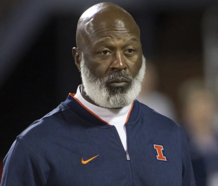 Lovie Smith, 9-27 in his three years at Illinois, gets a $1 million retention bonus today. https://t.co/FHg8qhXGsQ