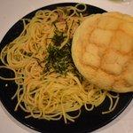 たらこスパゲティとメロンパン?合わない!