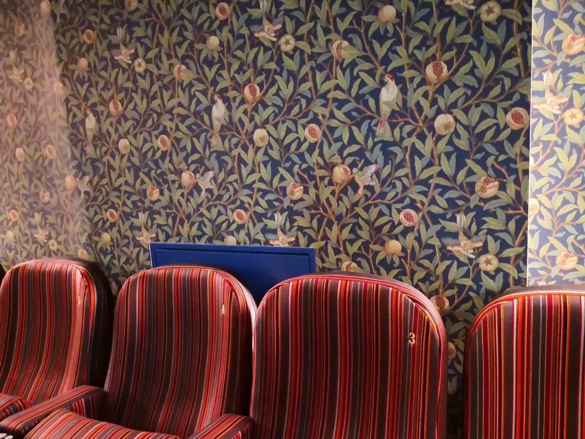 さよこ On Twitter アップリンク吉祥寺 椅子がストライプ 壁紙