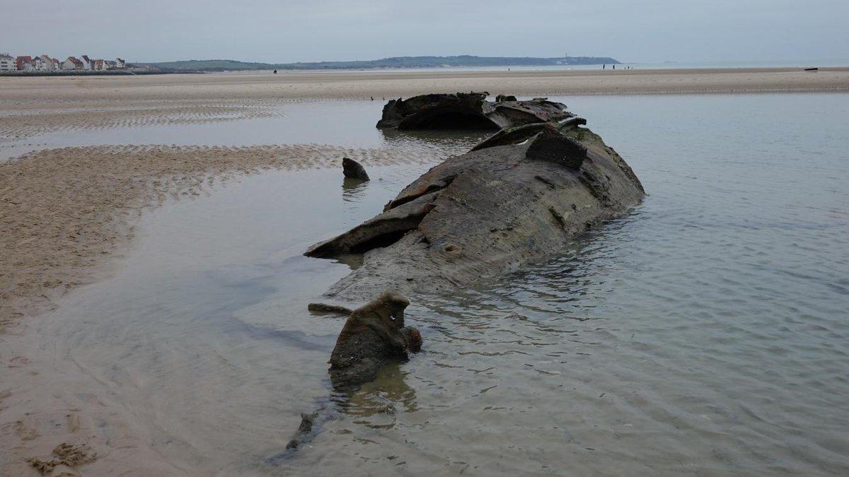 Un sous-marin allemand réapparaît sur une plage du Pas de Calais Dv5wmzvXQAAEPY0