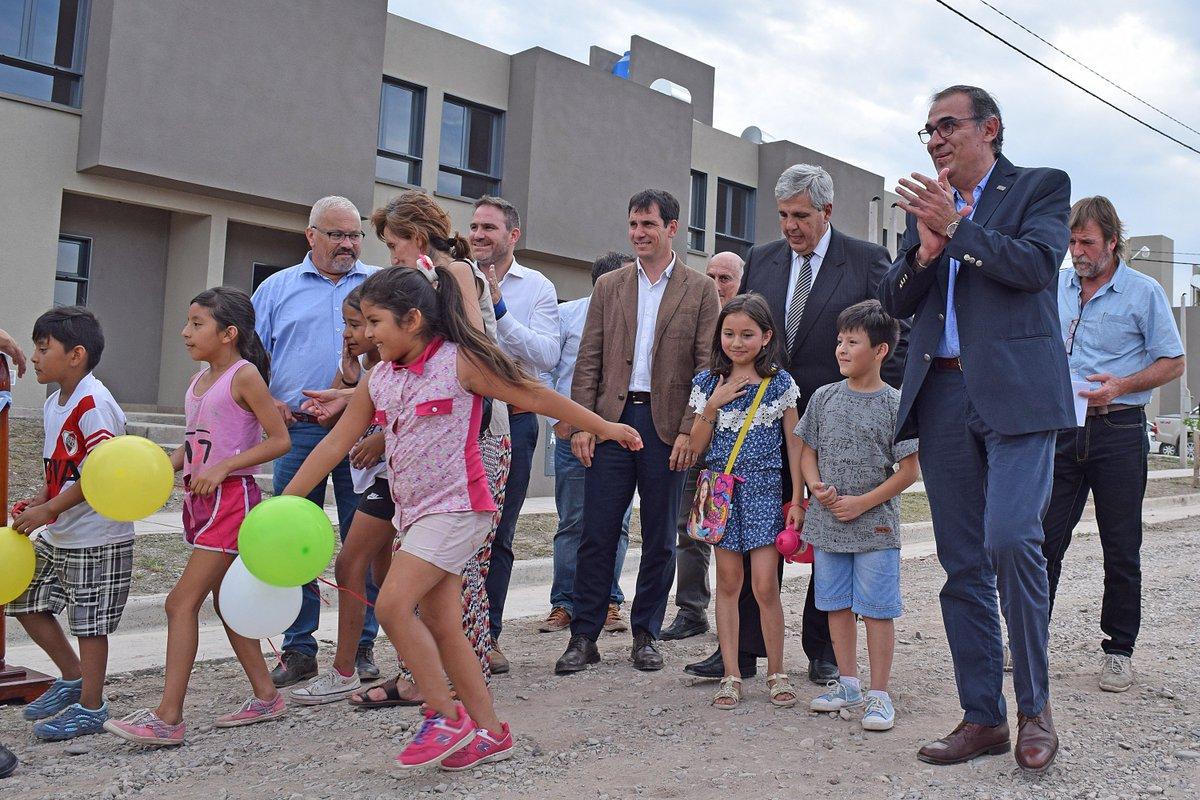 #SSdeJujuy│FAMILIAS RECIBIERON EL 2019 EN SU CASA El programa 72 viviendas e infraestructura fue entregado a los adjudicatarios resultantes del sorteo público destinado al Gran Jujuy. @munissdejujuy #MásViviendas! #HayGestión Más Infrmación>http://ivuj.gob.ar/index.php/2016-05-16-11-40-48/369-72-familias-recibieron-sus-viviendas-por-el-sistema-de-demanda-libre…