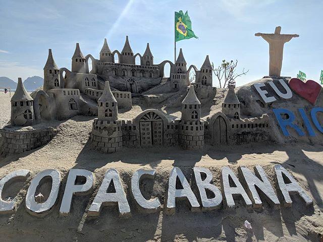 Sand sculpture at Copacabana Beach. (There's a Santa Claus on there too.) #sandandsunshine #sandsculpture #riodejaneiro #praiadecopacabana #copacabanabeach #beachrun #goodmorning #happynewyear2019  #viewsfrommyrunpic.twitter.com/6Fr2TCBjEi
