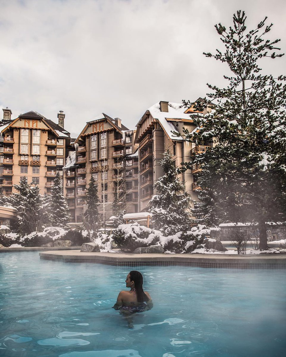 After a busy day of hitting the slopes, soak in a moment of tranquility in @FSWhistler's fully heated outdoor pool. 📷: @melaneeshale #FourSeasons #Whistler https://t.co/1DN4VSkVRl