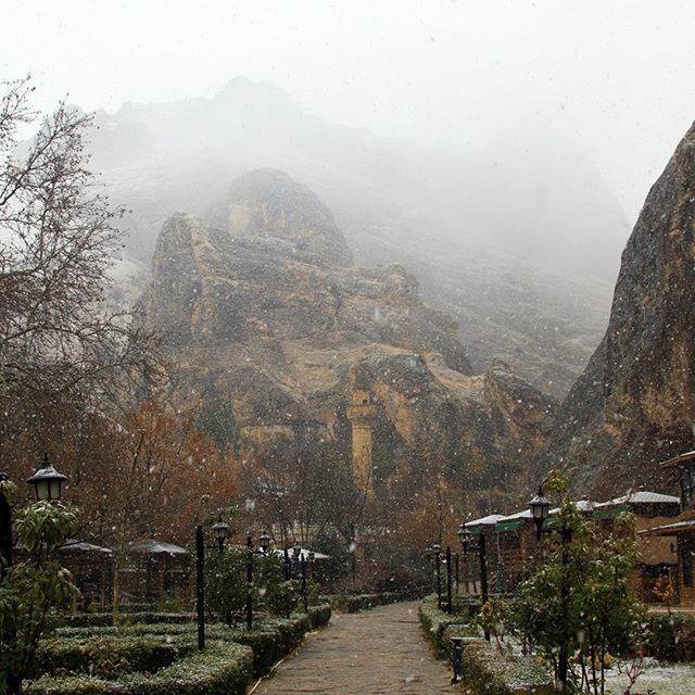 """قضاء #داريندا التركي.. #سحر_الطبيعة وروحانية #المعالم_التاريخية يعد قضاء """"داريندا"""" بولاية #ملاطيا وسط #تركيا، وجهة مفضلة لـ #السياح، نظراً لما يضمه من #مناظر_طبيعية و #غابات_خضراء، و #معالم_تاريخية ودينية. https://www.instagram.com/p/BsI8jUSlfn7/"""