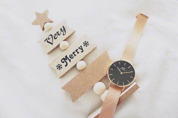 自分へのクリスマスプレゼントはダニエルウェリントンの時計ベルトにする予定( ๑ ╹ ◡ ╹ ๑ )文字盤のところが黒だからどれが合うのか選ぶの超大変だけど超楽しい