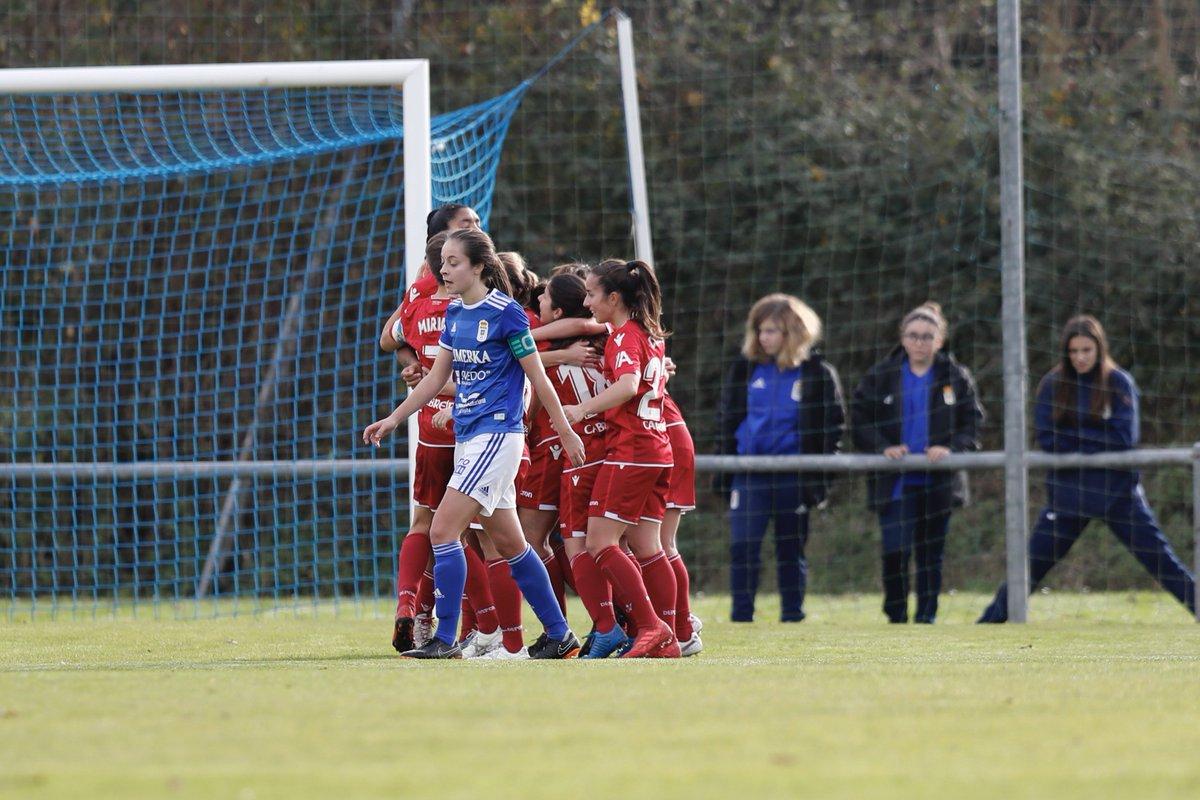 Las jugadoras del Dépor celebran el tercer gol (Foto: Real Oviedo).