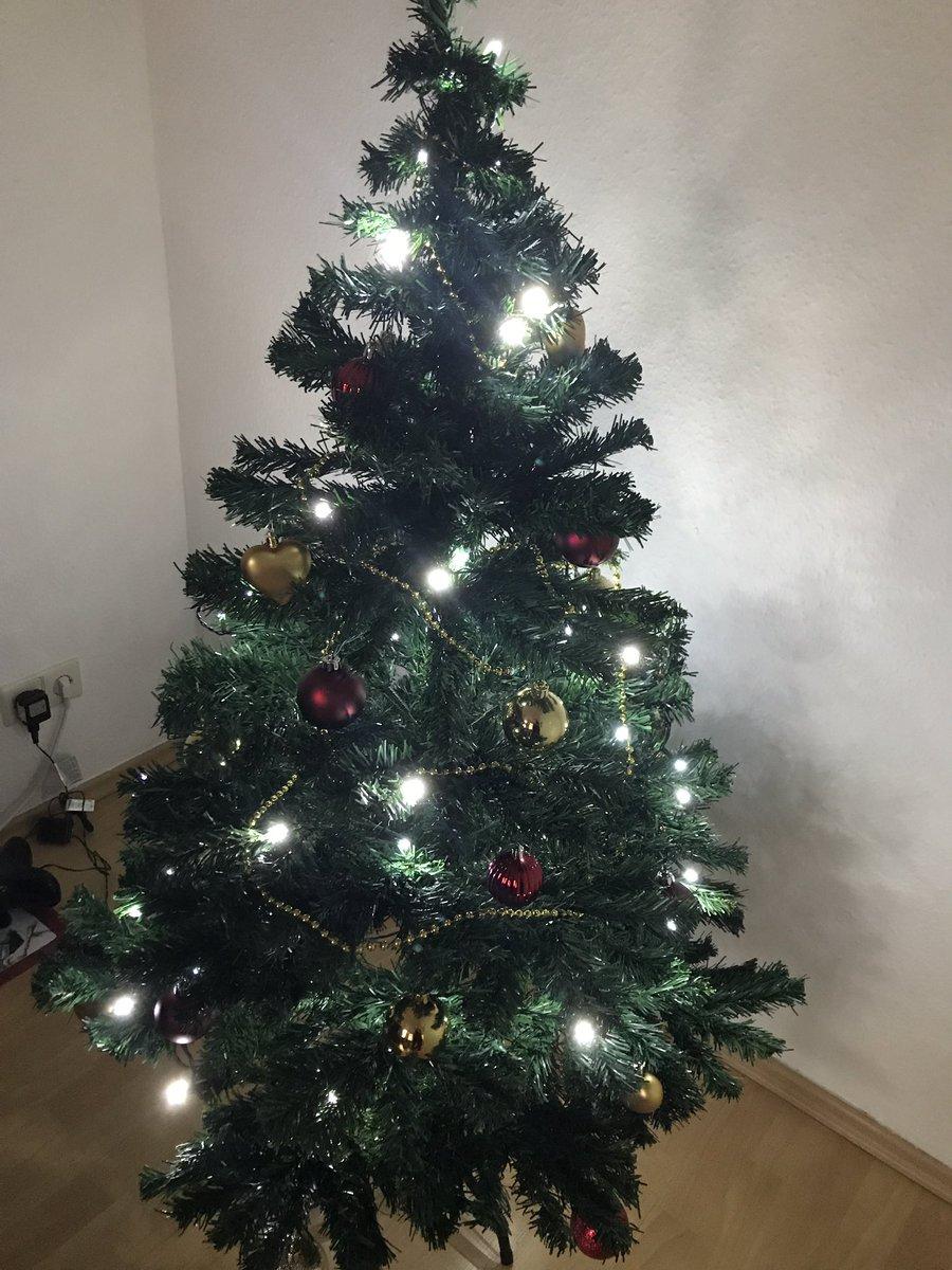 Weihnachtsbaum Aufbauen.Hürschi On Twitter Wollten Heute Den Weihnachtsbaum Aufbauen
