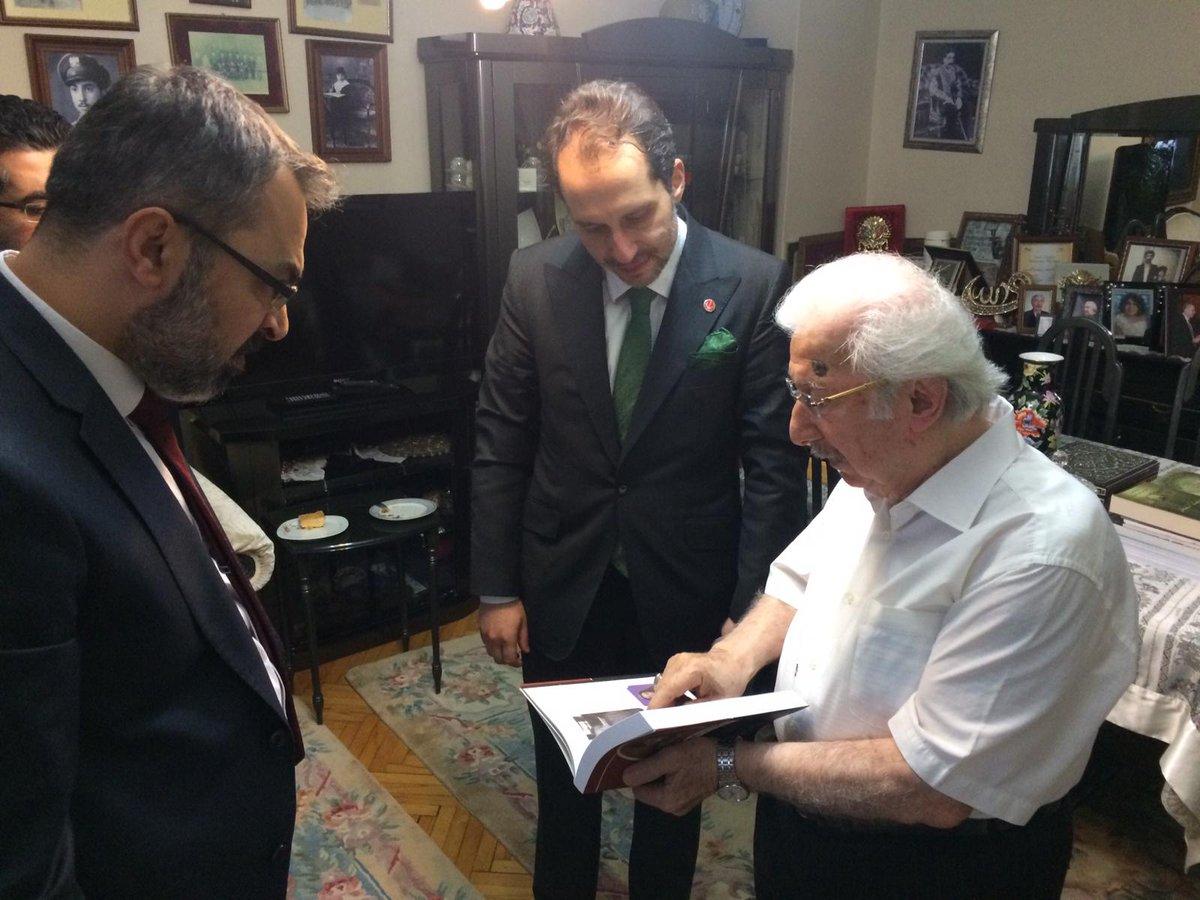 Genel Başkanımız Dr. Fatih Erbakan ile birlikte Sultan Abdulhamid Han'ın 3. Kuşak Torunu Şehzade Harun Efendiyi hanesinde ziyaret ettik. Kendisine ve Kurucular Kurulu üyemiz Şehzade Abdulhamid Kayıhanosmanoğlu'na hayırlı ömürler diliyorum.