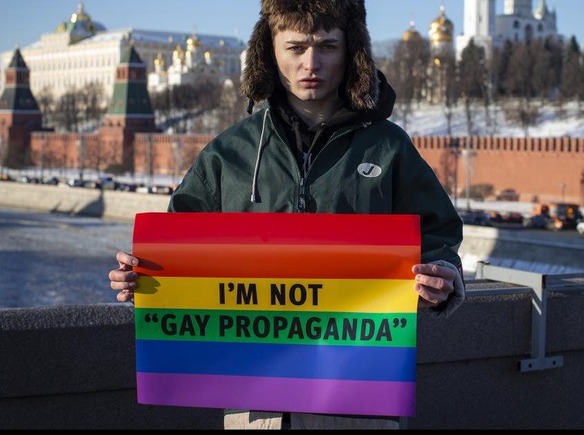Gay russian teens communicate in secret to avoid law on propaganda