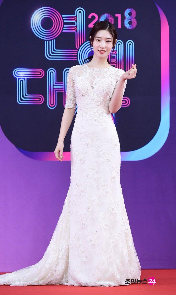 【2018 KBS芸能大賞】DIAチェヨン、まぶしい純白のドレス https://bit.ly/2Ae5bp8  #KBS芸能大賞 #DIA #チェヨン #정채연