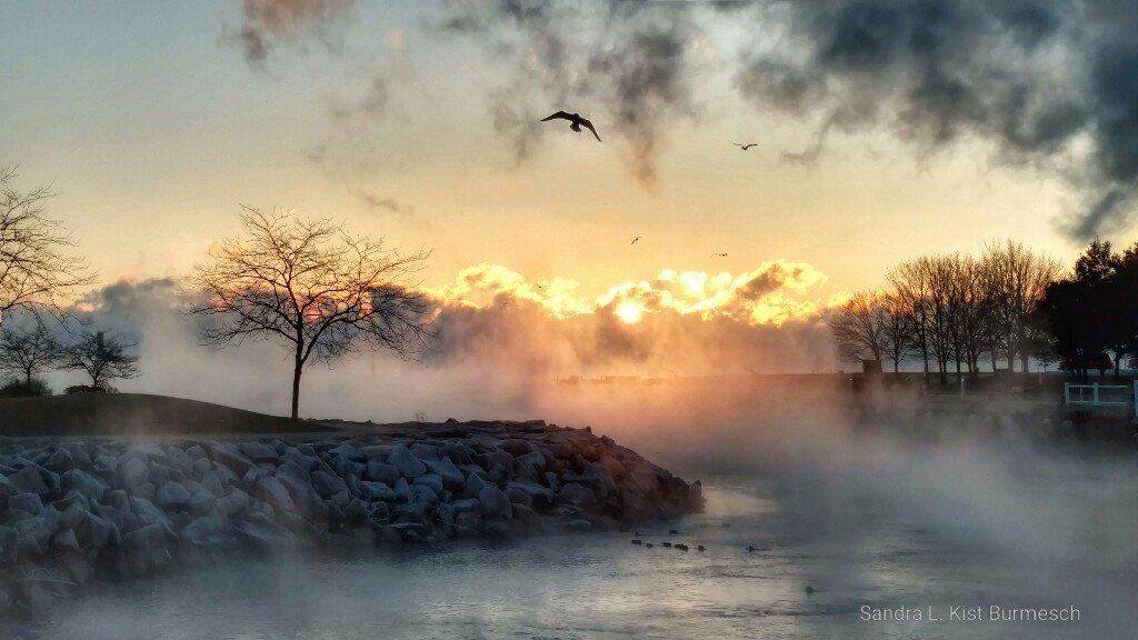Brrr! Cold sunrise in Wisconsin. Photo credit: Sandra L. Kist-Burmesch. #StormHour<br>http://pic.twitter.com/1qVJInwfys