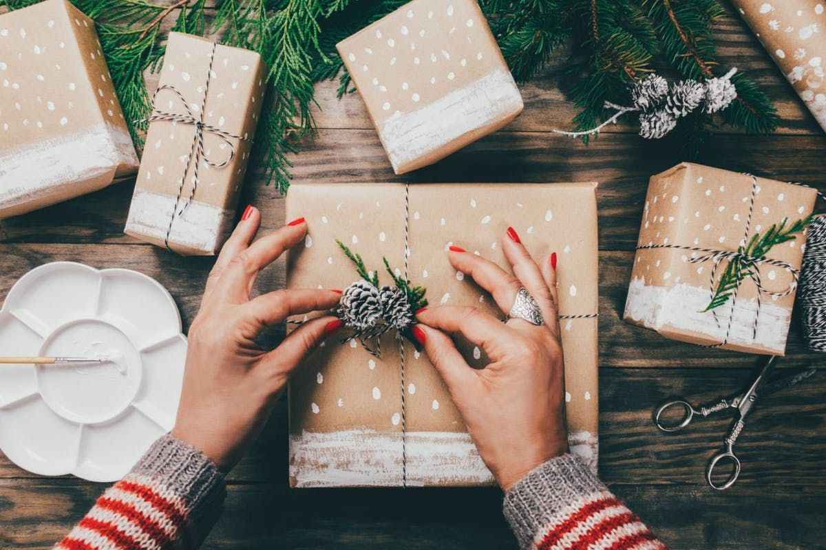 Eco-friendly Christmas wrapping ideas https://t.co/gXZkC6oxb5 #plasticfree #sustainable