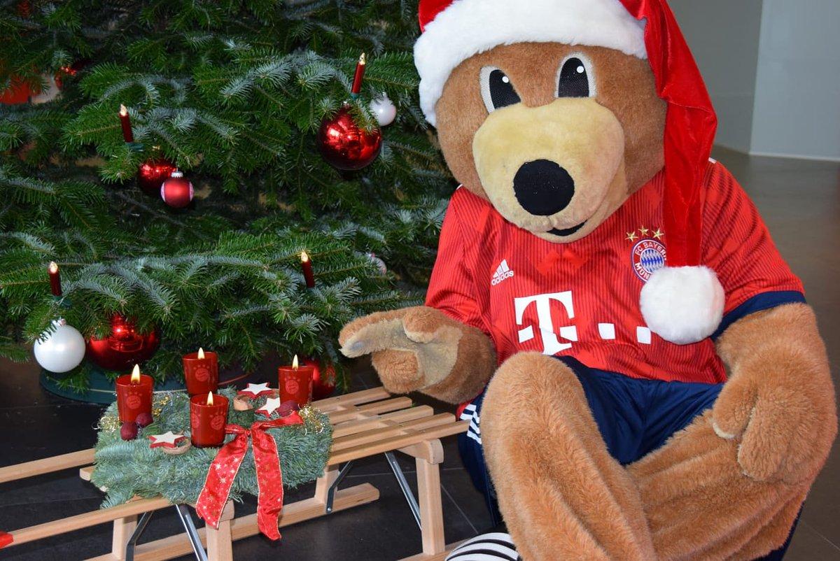 Einen wunderschönen 4⃣. Advent, liebe @FCBayern-Fans! 🕯️🕯️🕯️🕯️ 🔜 🎅🏻 #FCBayernXMas #FCBayern #MiaSanMia