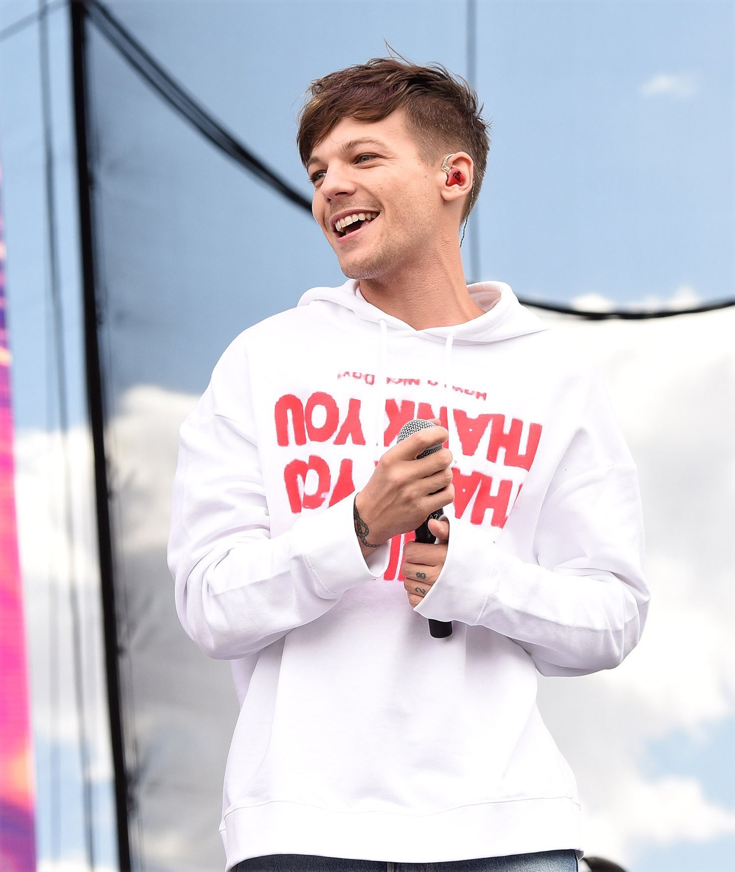 happy birthday louis  Have a nice day love you soooo much