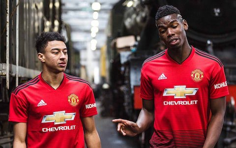 Lingard : Pogba why you dey vex naa  Pogba : Tell me why I no go vex....I give you ball something wey you for return am.. You go give martial.. No try am again ohh  Lingard : Oya sorry no vex.. #CARMUN #jlingz #Pogba #Nigerianmemes pic.twitter.com/0oiIKIltNq