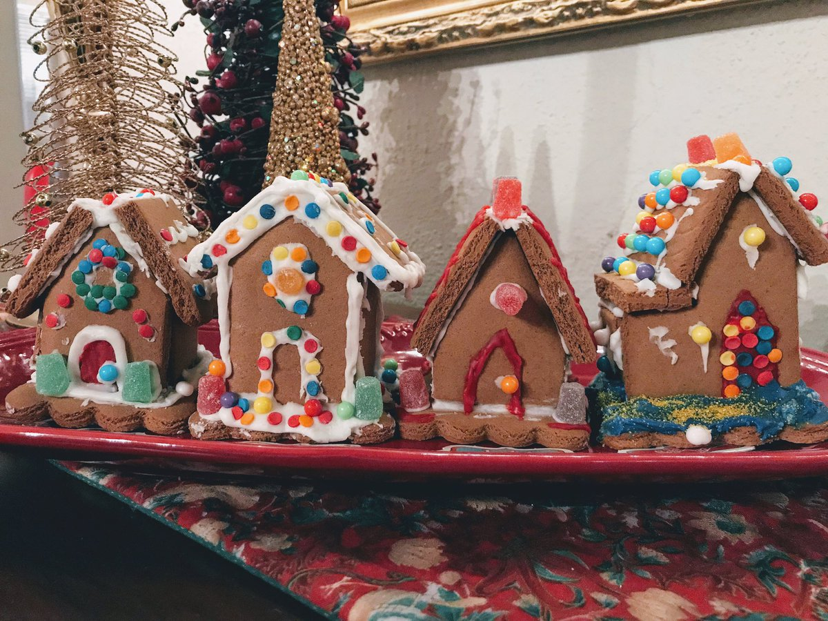 Guess which  is mine...#ChristmasEveEve #GingerbreadShowdown #gingerbreadhouse<br>http://pic.twitter.com/HD1OCAawZW