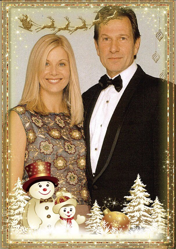 Wishing @MsGlynisBarber, @MrMBrandon and all D&amp;M fans a very #HappyChristmas - #DempseyAndMakepeace <br>http://pic.twitter.com/fKR798ze9S