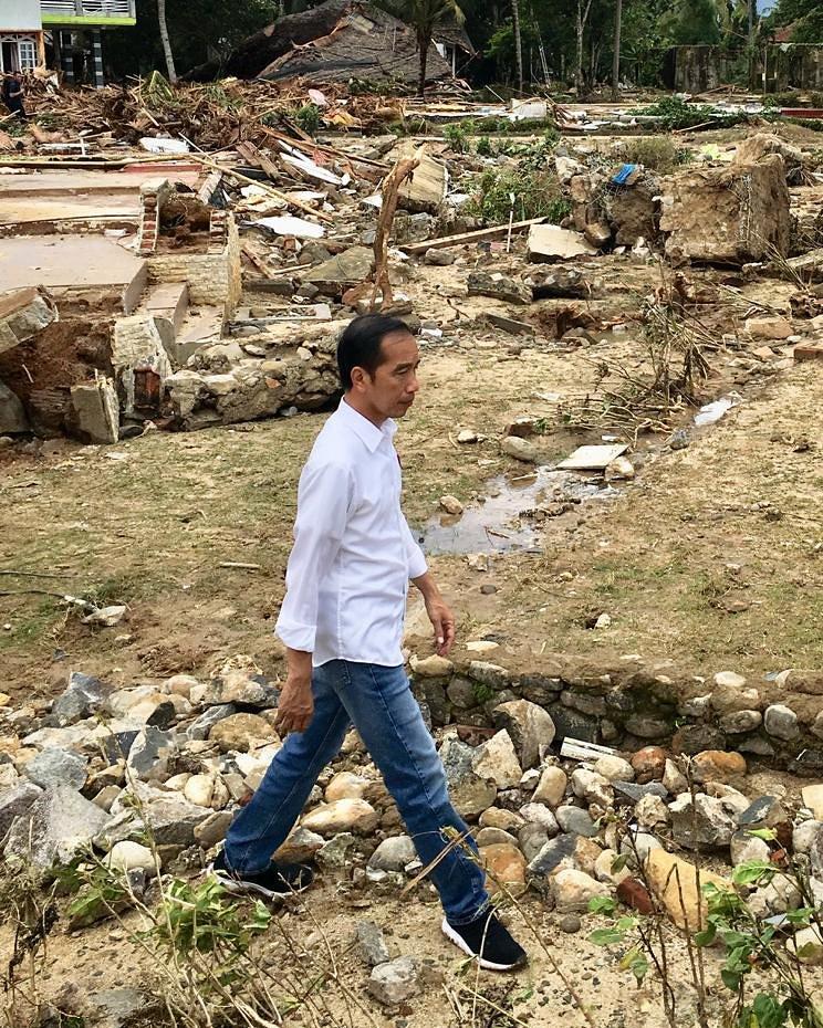 Tsunami en Indonesia deja al menos 373 muertos y casi 1400 heridos DvLCswRVYAAxlM1