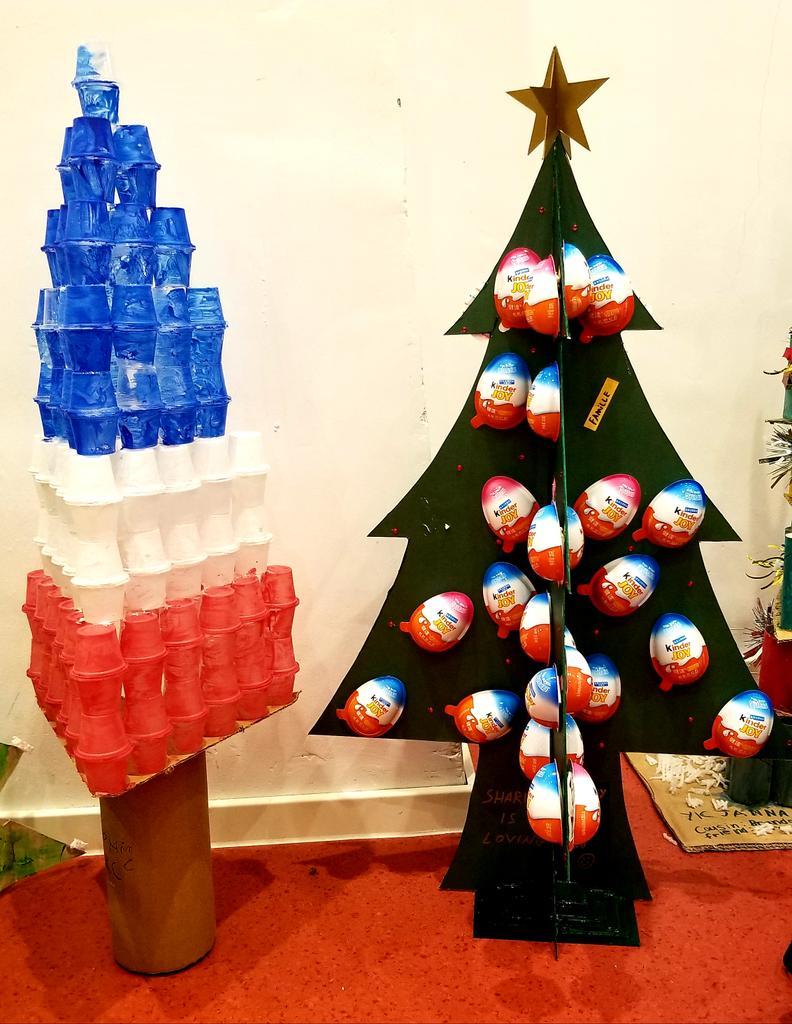 Patriotic Christmas Trees.Alexandre Giorgini On Twitter Merry Christmas The