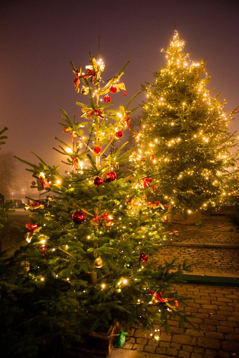 Frohe Weihnachten Besinnliche Feiertage.Die Landeshauptstadt Kiel Wünscht Frohe Weihnachten Und Besinnliche