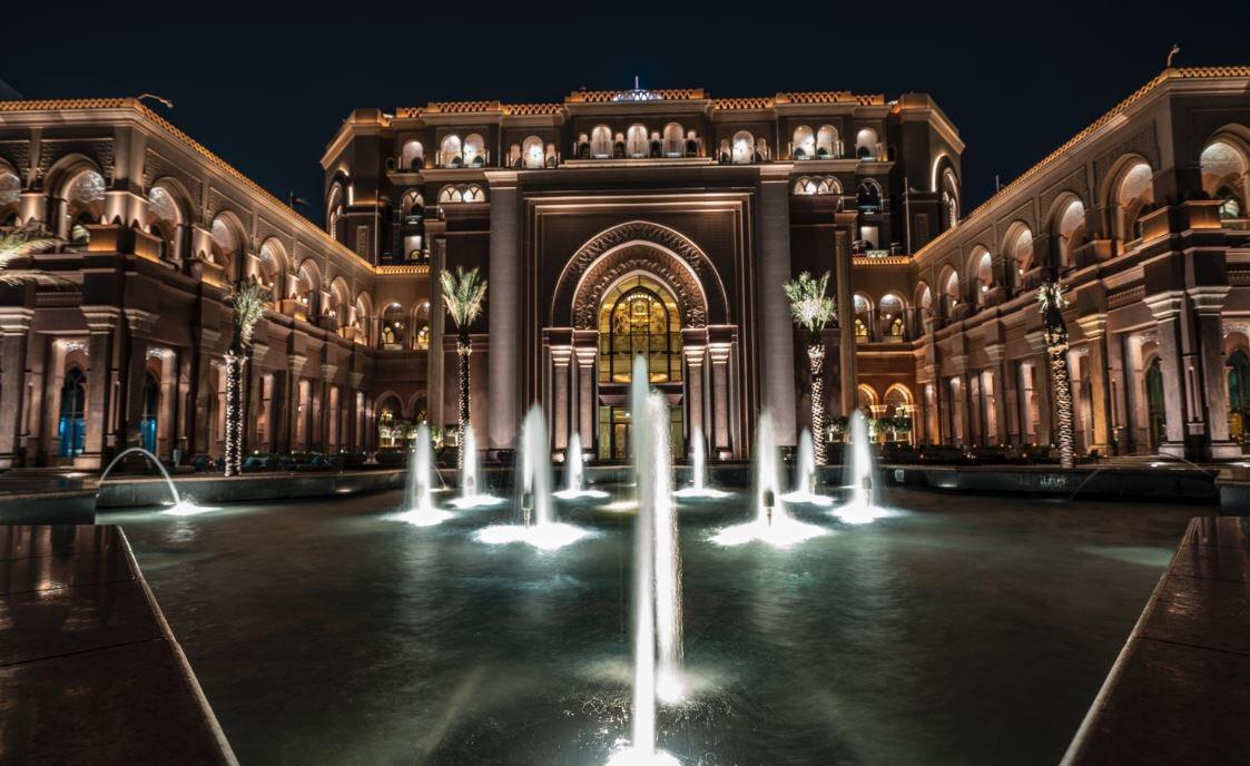 Magical nights at the Palace.  #AtThePalace #SimplyAbuDhabi #InAbuDhabi #EmiratesPalace edoardomainettiphotography pic.twitter.com/OLDPMSCYSR