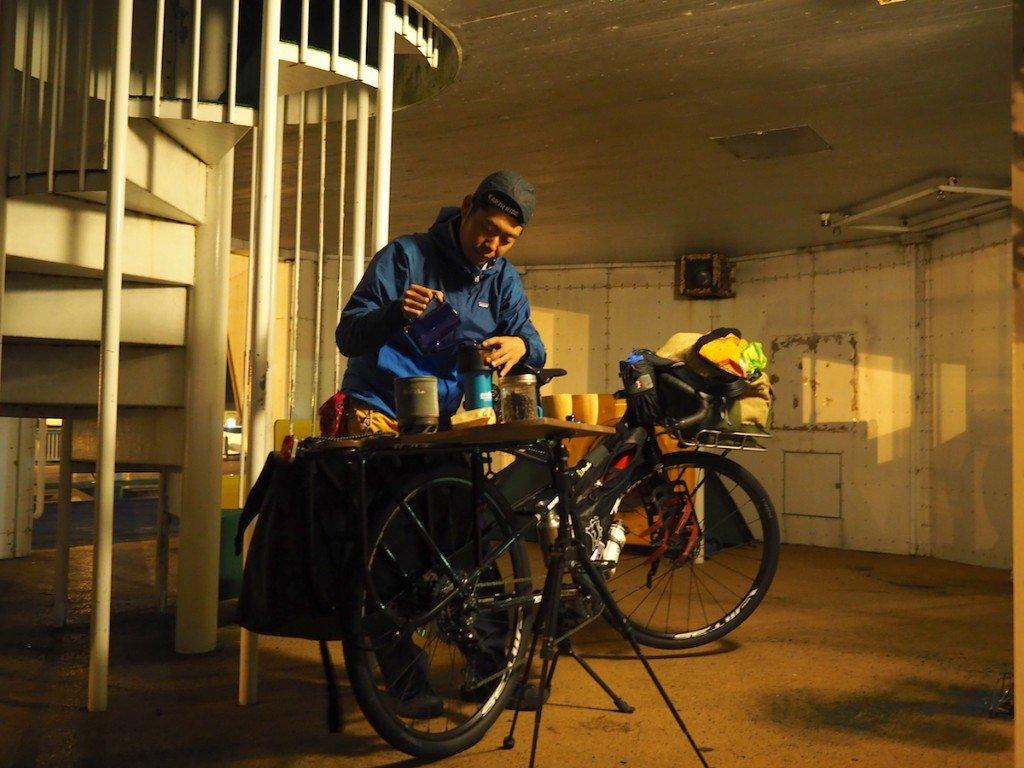 西川昌徳さんのdailylife stories第4話「世界を見つめる眼差しに、かさなる記憶」。 北海道に到着した西川さんを待っていたのは、冷たい雨と・・・暖かい人たちでした。 ぜひご覧ください! Masanori Nishikawa's dailylife stories#4! #tabirin #西川昌徳 #dailylifestories