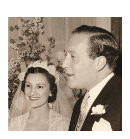 Thank you everyone for listening to Nonna's story today - here she was on her wedding day - wasn't she a dream? Happy Christmas everyone, so pleased that Nonna had the opportunity to continue touching hearts and minds even after she passed xxx @GuiltFemPod @DeborahFW