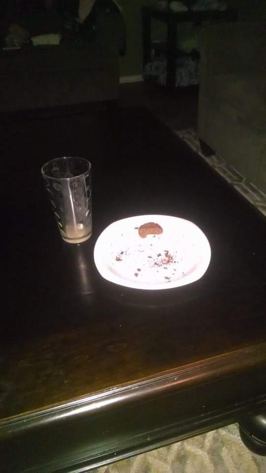 @carlybtalbot Ah, but I have proof that FC prefers #dairyfree vegan nog and GF/DF gingerbread! 😉