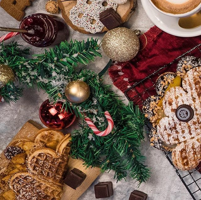 Frohes Weihnachten! Waffels, waffels, waffelsssss @wonderwaffelschweiz . . #zurichchristmas #xmas #ch #swiss #sweetch #sweetswitzerland #switzerland #schoggi #zurich #zuerich http://bit.ly/2BE5hq0pic.twitter.com/yTlRiWC6H4