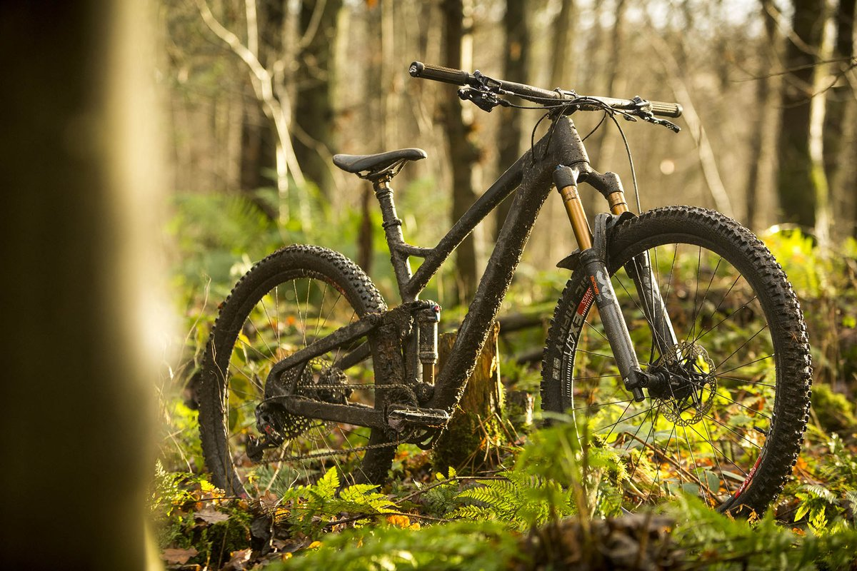 2b46a5c3f97 Ultra-limited edition YT Play carbon full-suspension slopestyle ...