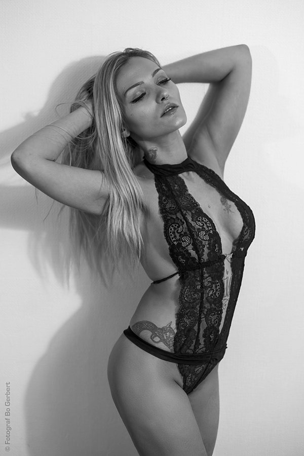 Italian house wife in nude