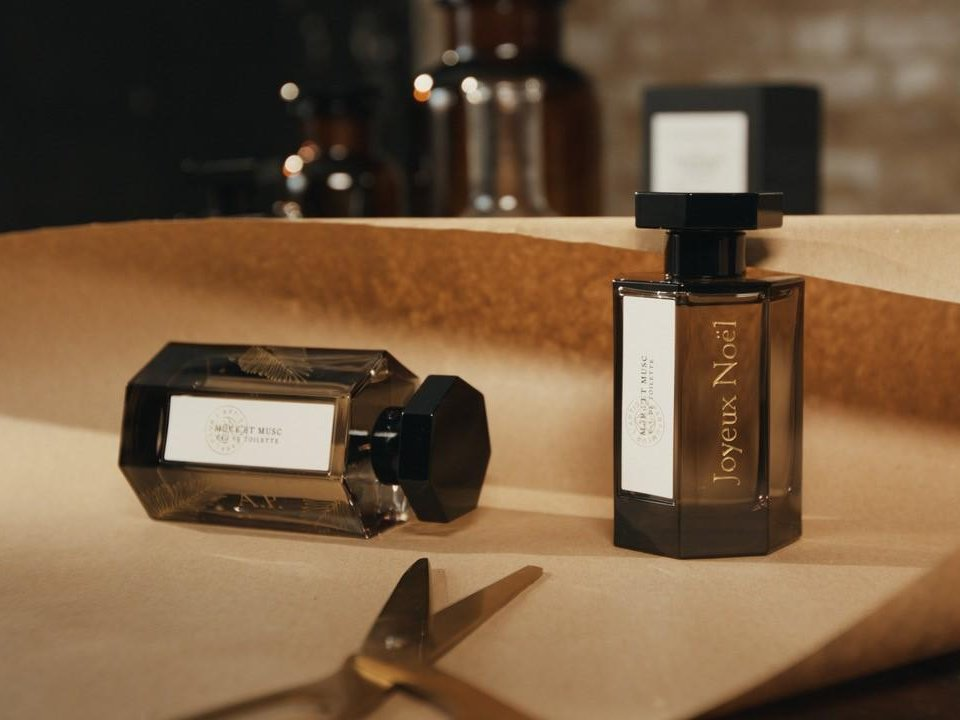 Merry Christmas from L'Artisan Parfumeur! https://t.co/lvVGqCYh68