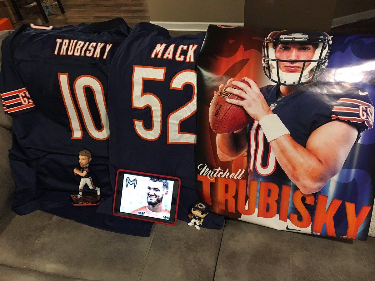 online retailer 2257a 851e6 Chicago Bears on Twitter: